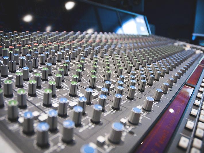 Studio-52-desk-DSC_3170_bearb_4_3