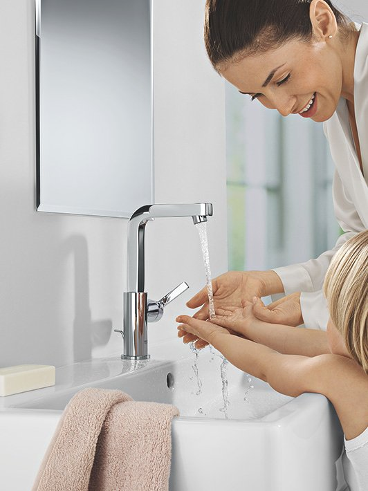 L-Size: A large tap with a high spout is a practical & safe choice.