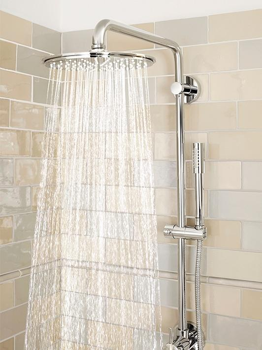 Rainshower system with diverter for wall mounting