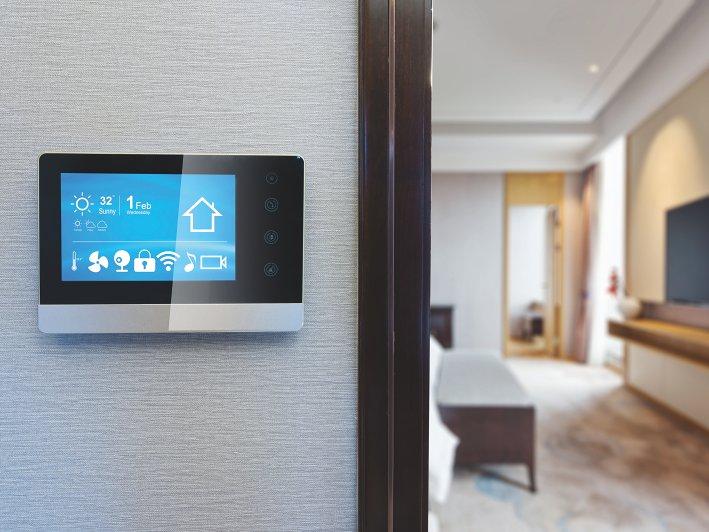 8bfa94e8 Hva er smarthjem-teknologi? Det smarte hjemmet er et hjem hvor nesten alt  kan styres digitalt. Dørklokken din, belysningen din, sikkerheten i  hjemmet, ...