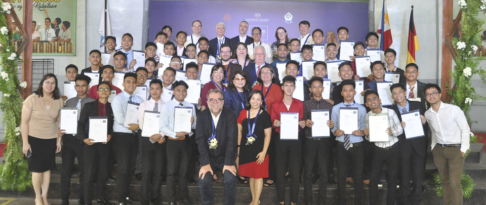 Offering a career perspective: Formal presentation of certificates for GROHE Dual Tech graduates in the Philippines