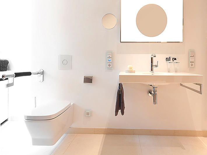 Concealed thermostat with hand, head and side showers